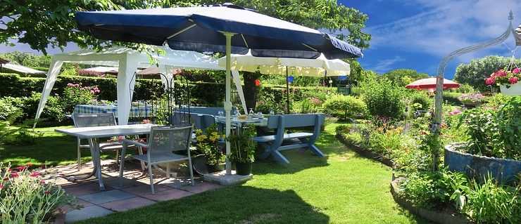 Top Tips For Throwing a Great Garden Party
