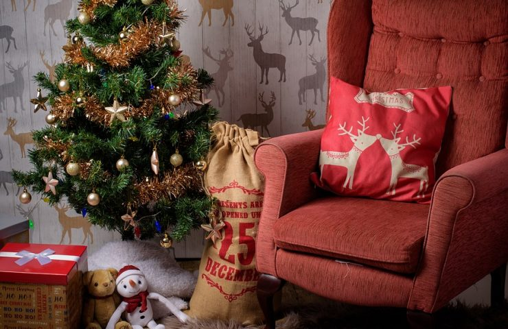 4 Reasons to Use Decorated Paper Bags Instead of Christmas Stockings